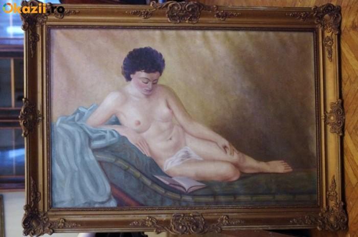 Picturi cu peisaje nud intins pe sofa