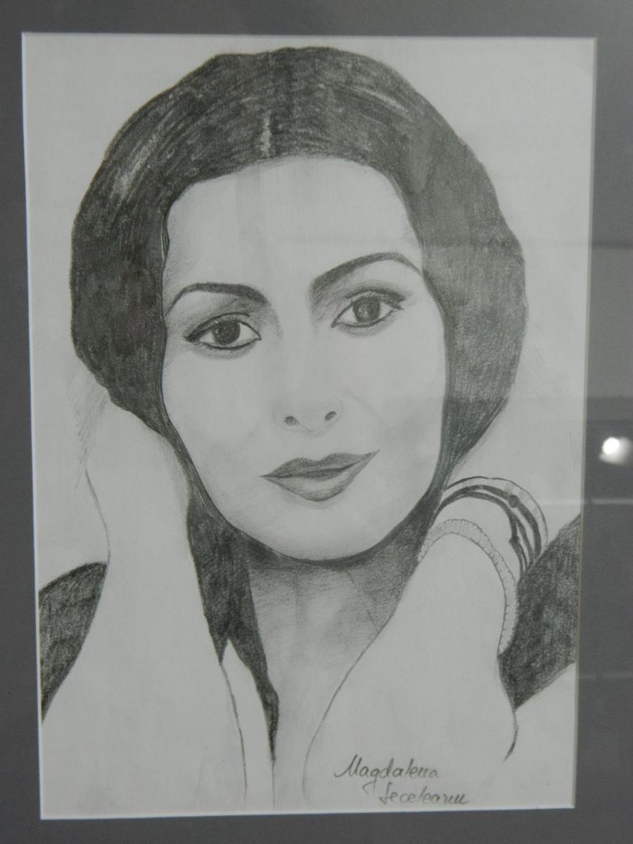 Picturi in creion / carbune Mihaela
