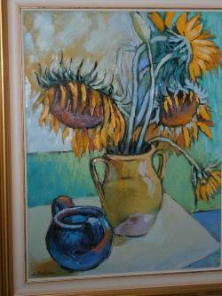 Picturi cu flori  floarea soarelui pe noptiera